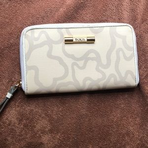 TOUS Pre loved wallet IVORY